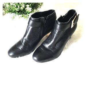 Aerosoles black leather ankle booties 6
